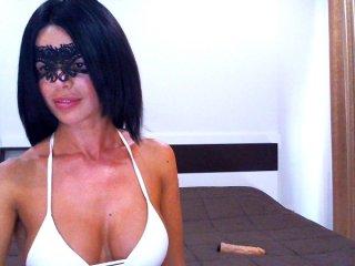 Desnuda por webcam chateando