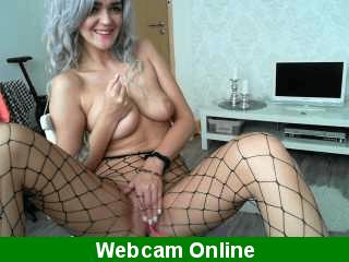 Madura tetona con webcam se mete consolador por el culo