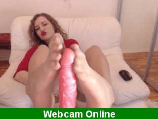 Webcamer masturbándose con su dildo