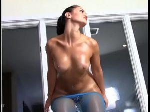 Streptease de Sexy Latina en Directo en Videochat