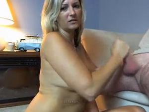 Milf Mamando Verga en Cámara