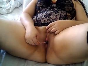 Gordita Masturbándose con un Caramelo