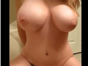Tetona Amateur se Desnuda en la Camara