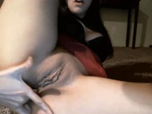 Bollera Metiéndose el Dedo por el Culito en Webcam