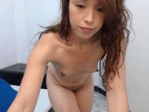 Joven de 18 con Cara Aniñada se Exhibe en Webcam