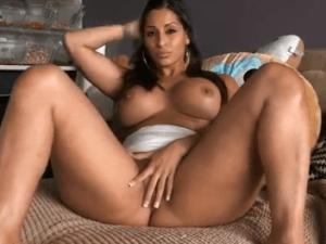 Latina con el Chocho Empapado en Videochat