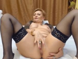 Abuela Cachonda Abierta de Piernas con su Cámara