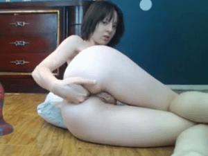 Mujer nalgona se exhibe metiendose un dildo en el ano - 2 part 7