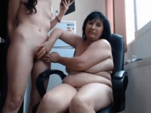Madre e Hija Follando en Directo en la Webcam