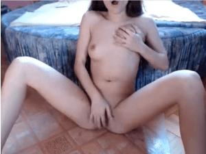 Morena Disfruta con los Usuarios del Chat