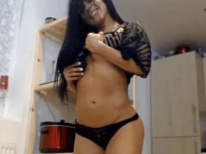 Belleza Caribeña Moviéndose Sensual en la Webcam