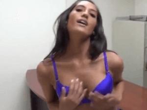 Chica Becaria Grabada en el Despacho de su Jefe