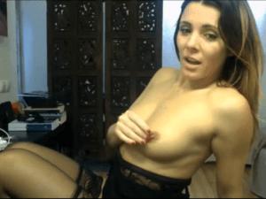 Profesora de Español hace Streptease por Webcam