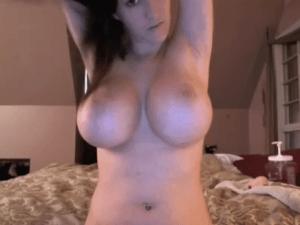 Viciosa Mujer Amateur se Exhibe tetazas por Cam