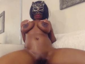 Linda Mulata Webcam Exhibe su Precioso Cuerpo