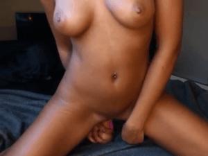 Petarda Colegiala Amateur se Masturba en la Cam