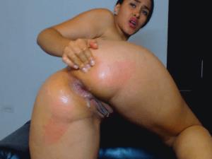 Fisting Anal en Webcam, se Mete la Mano por su Ano