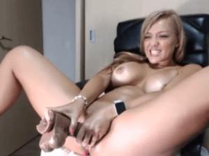 Tetona con Webcam Online Penetrándose un Rabo