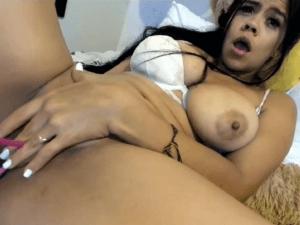 Colombiana Masturbándose muy Exictada y Caliente