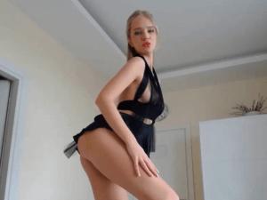 Chica Rubia Desnuda se pone Caliente en Webcam