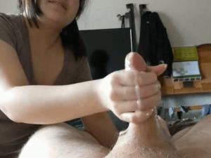 Mi Suegra me hace una Paja y Grabo con la Webcam