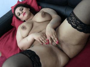 Mujer Gorda Masturbándose con Ganas en Webcam
