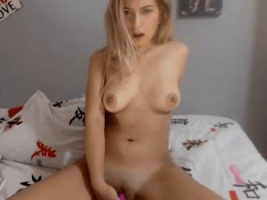 Mujer Rubia Desnuda en Webcam se da Placer