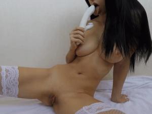 Flaca Tetona tiene un Orgasmo en Directo por Cam