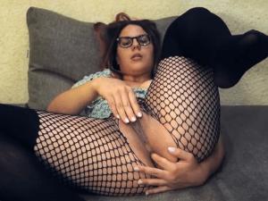 Gordita amateur Estimula su Clítoris en Webcam