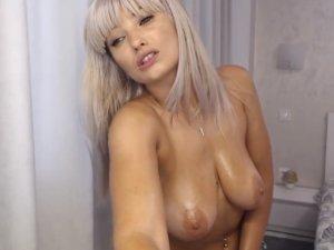 Rubia Preciosa con Tetas Grandes por Webcam