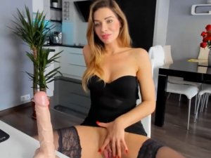 Sexo con Consolador con Divina Rubia Online