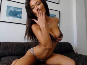 Morena Aceitada se Penetra su Chocho en Webcam