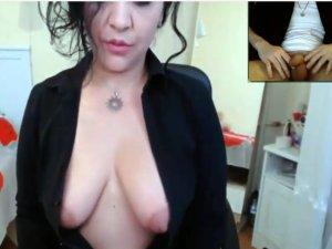 Mujer se Desnuda y su Cliente se Masturba Mirándola