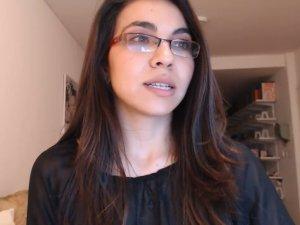 Sumisa Enseña la Lengua a Cliente Pajillero en Cam
