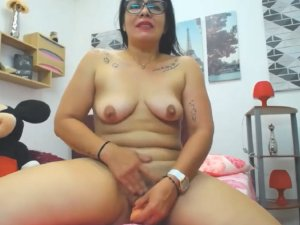 Tía en Pelotas Masturba su Vagina con Pelo por Chat