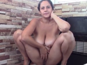 Gorda Madura le Gusta Hacer Squirt en su Show