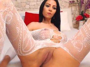 Estrella Porno se Excita Jugando en Vivo