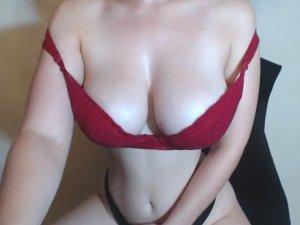 Rubia Fitness se Perfora el Culo en la Webcam