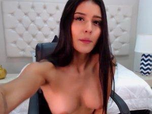 Venezolana se Masturba y se Corre en la Webcam