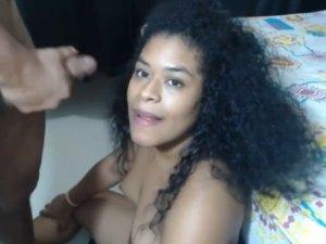 Negrita Hambrienta es Cubierta de Lefa en Cam