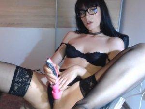 Morena con Gafas Estrena Lencería en Webcam