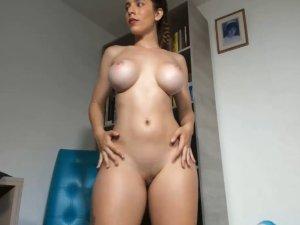 Pornstar Famosa Follando Sola en Webcam