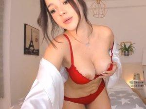 Tía Buena Regala un Baile Sexy en Lencería Roja