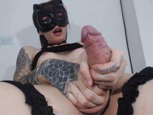 Transexual Masturbándose su Polla Enorme