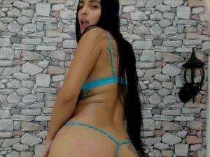 La Bella Megan Enseñando el Culo por Webcam