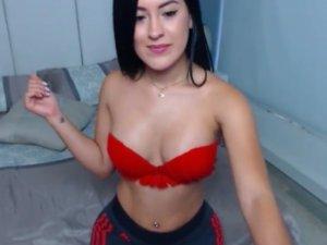 Mujer Desnuda en la Webcam Probándose Lencería