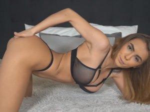 Rubia Viciosa Te Ayuda a Masturbarte en su Webcam
