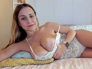 Miss_eva Muestra sus Tetazas Jugosas Online